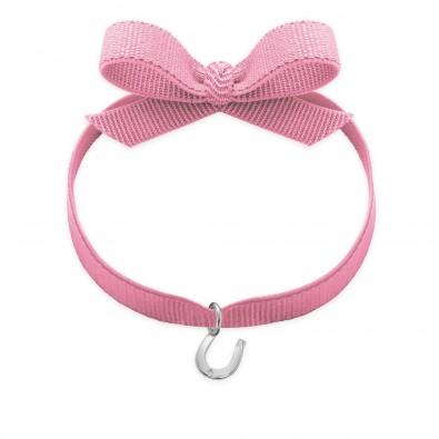 Bracelet ruban de couleur rose pâle avec un fer à cheval en argent