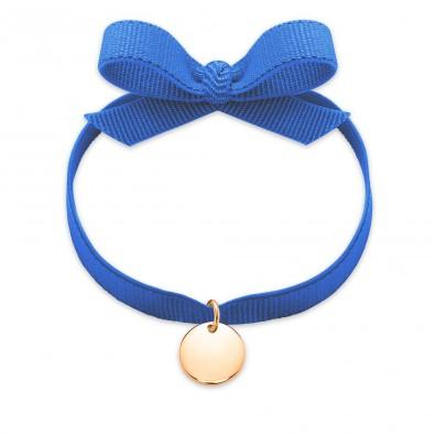 Bracelet ruban de couleur bleue avec un médaillon plaqué or