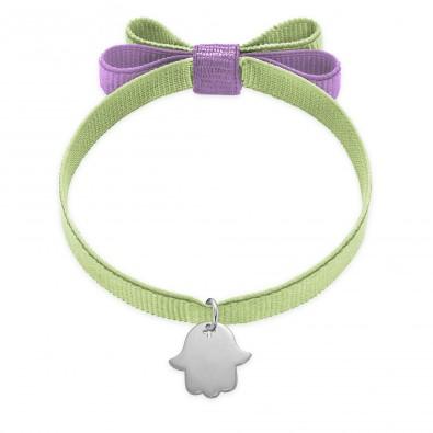 Bracelet ruban double nœud de couleur pistache avec une main de Fatima en argent