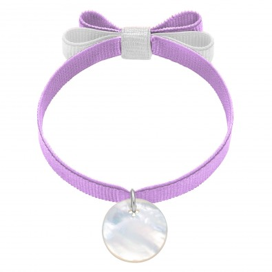 Bracelet ruban double nœud de couleur lavande avec un médaillon de nacre
