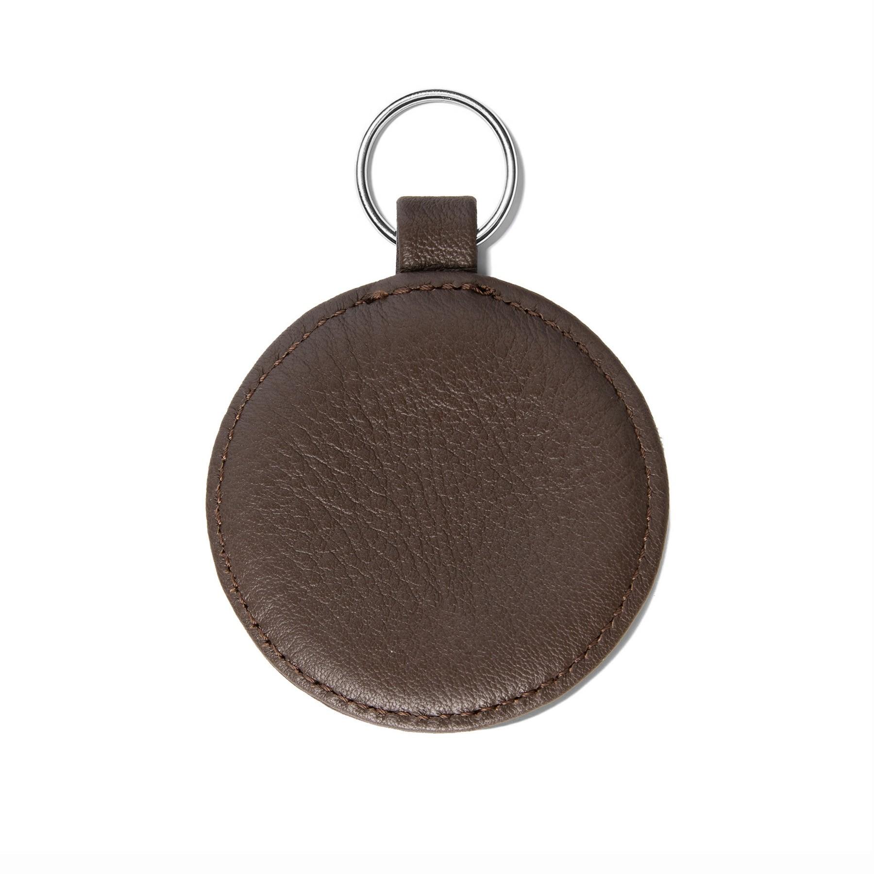 Porte-clé en forme de médaillon, brun, anneau couleur argent