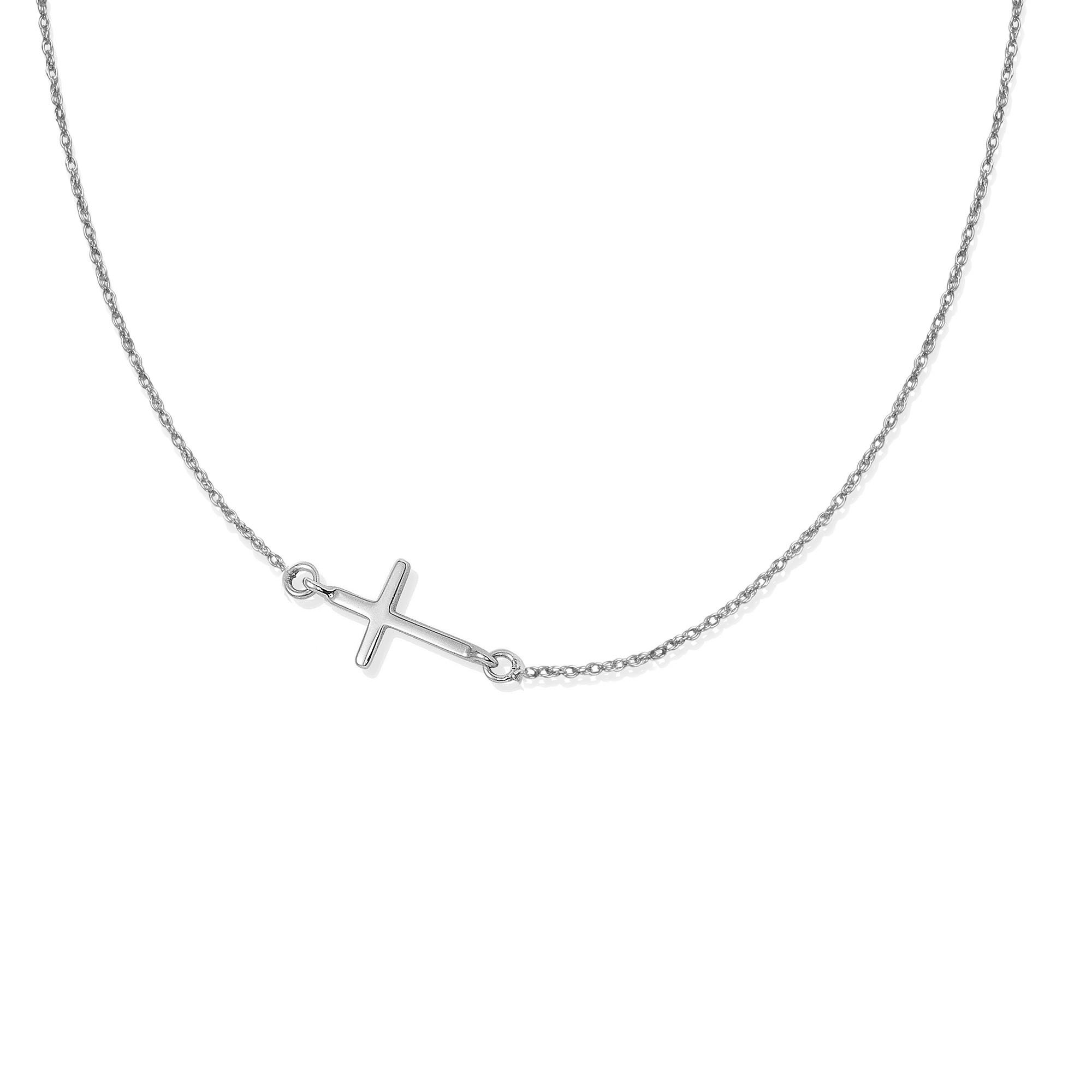 Collier chaîne avec une croix en argent