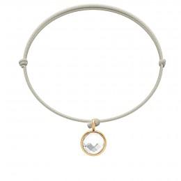 Bracelet avec pendentif quartz blanc plaqué or, sur cordon fin perle
