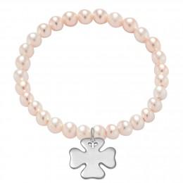 Bracelet en petites perles rose saumon avec un trèfle d'argent.