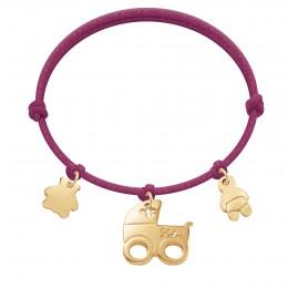 Bracelet avec ourson, poussette et bébé plaqués or sur un cordon épais de couleur cerise