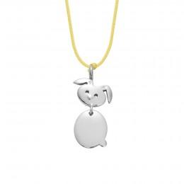 Collier avec un lapin en argent sur une ficelle fine jaune