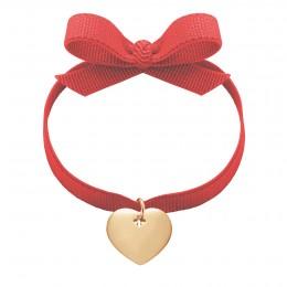 Bracelet avec cœur en argent sur un ruban rouge