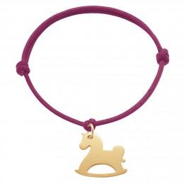 Bracelet avec cheval à bascules plaqué or sur un cordon épais de couleur cerise