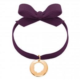 Bracelet ruban de couleur violette avec un médaillon garçon ajouré plaqué or