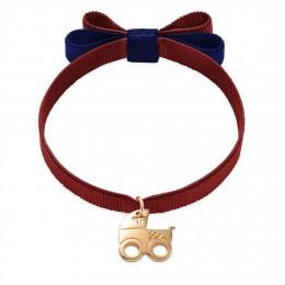 Bracelet ruban double nœud de couleur bourgogne avec un landau plaqué or