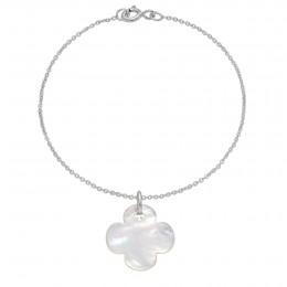 Bracelet avec un trèfle rond en nacre sur une chaîne fine classique