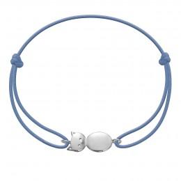 Bracelet avec un minou en argent sur un cordon fin de couleur jeans