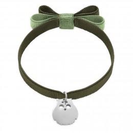 Bracelet ruban double nœud de couleur khaki avec un hibou en argent