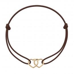 Bracelet avec deux cœurs joints plaqués or sur un cordon fin de couleur chocolat