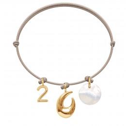 Bransoletka z cyfrą 2, Rakiem i medalikiem z masy perłowej na cienkim beżowym sznurku