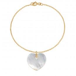 Bracelet avec un cœur en nacre sur une chaîne fine classique en plaqué or