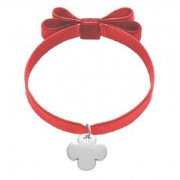 Bracelet avec trèfle rond en argent sur un ruban double nœud de couleur rouge