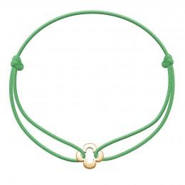 Bracelet avec trèfle ajouré plaqué or sur un cordon fin vert gazon