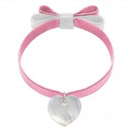 Bracelet ruban double nœud de couleur rose pâle avec un cœur de nacre