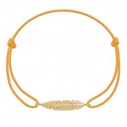 Bracelet avec Plume plaquée or sur un cordon fin orange fluo