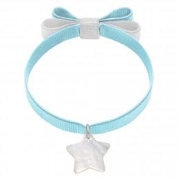Bracelet ruban double nœud de couleur bleu ciel avec une étoile de nacre