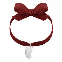 Bracelet ruban de couleur bourgogne avec un petit pied en argent