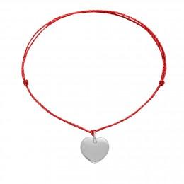 Bracelet avec un cœur en argent sur un cordon fin rouge premium
