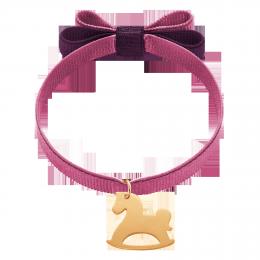 Bracelet ruban double nœud de couleur raisin avec un cheval à bascule plaqué or