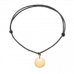 Bracelet avec un médaillon plaqué or sur un cordon épais noir premium